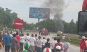Thanh Hóa: Xe bồn dầu bốc cháy dữ dội trên quốc lộ 1A
