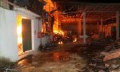 Thanh Hóa: Cháy xưởng tăm đũa suốt 5 tiếng đồng hồ, toàn bộ nguyên liệu bị thiêu rụi