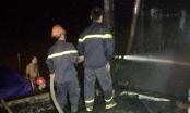 Thanh Hóa: Tàu cá 110 CV bốc cháy dữ dội lúc nửa đêm