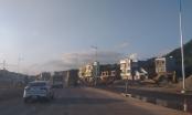 Gói thầu trăm tỷ tại Quảng Ninh, trời mưa như trút, nhà thầu vẫn thản nhiên trải thảm nhựa