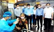 Bộ trưởng Y tế và Chủ tịch Hà Nội thị sát công tác tiêm vắc xin Covid-19