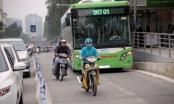 Xe máy thi nhau lấn làn buýt nhanh BRT dù có dải phân cách cứng