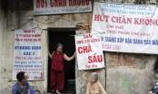 Biển hiệu phủ bóng thời gian ở phố cổ Hà Nội