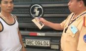 Đội CSGT công an huyện Gia Lâm xử lý xe quá tải trọng tại đường Ỷ Lan