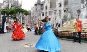 Carnival đường phố Sun World Ba Na Hills trình diễn tại phố đi bộ Hồ Gươm