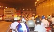 Nếu kẹt xe ở hầm sông Sài Gòn, ô tô phải nhường xe máy