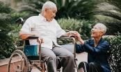 Chuyện tình cảm động sau bộ ảnh kỷ niệm 65 năm ngày cưới bên xe lăn