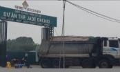 """Hà Nội: Bí ẩn đoàn xe """"hổ vồ"""" vượt cả chục km đổ đất thải trái phép"""