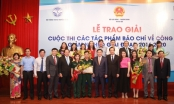 Phó Thủ tướng Vương Đình Huệ trao giải cuộc thi tác phẩm báo chí về công tác giảm nghèo