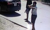 Hai thanh niên đi xe máy dùng súng K59 bắn vào ô tô để dằn mặt