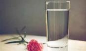 Uống ít nước gây hại cơ thể không kém gì bạn hút thuốc lá