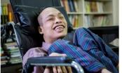 Nghị lực sống phi thường của chàng trai bị bại liệt