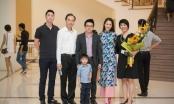 Hoa hậu Dương Thùy Linh diện áo dài HH Ngọc Hân thiết kế cùng gia đình đi xem em chồng biểu diễn piano