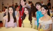 Hoa hậu Mỹ Linh tỏa sáng trong tà áo dài vàng