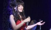 Nhật Hạ biểu diễn xuất thần trên sân khấu ngập hoa