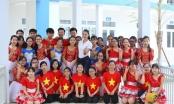 Hoa hậu Biển Thùy Trang được học sinh quây kín ở Vĩnh Yên