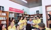 Nguyễn Thị Thành  đưa Ngọc Vân, Thu Thảo đi thăm trẻ mồ côi Đà Nẵng