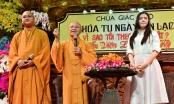 Lý Nhã Kỳ rơi nước mắt nói chuyện về cha trước hàng trăm Phật tử