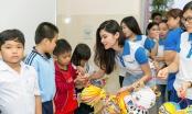 Á hậu Thuỳ Dung mang 600 phần quà từ thiện đến với trẻ em mồ côi nhân dịp Trung thu