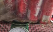 """Hà Nội: Hàng chục lon Coca-cola chưa bật nắp nhưng không có """"ruột""""?"""