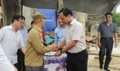 Thứ trưởng Trần Tiến Dũng thăm và tặng quà đồng bào bị lũ lụt tại Yên Bái và Sơn La