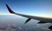 Máy bay Mỹ hạ cánh gấp vì rụng cánh giữa trời