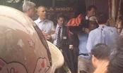 Tổng thống Obama đội mưa đi thăm người dân Hà Nội