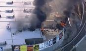 Máy bay rơi trúng trung tâm thương mại ở Australia