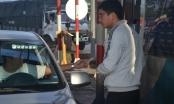 Nhân viên Trạm thu phí BOT Biên Hòa bận đếm tiền, đường kẹt cứng