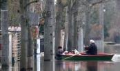 Thủ đô Paris chìm trong biển nước