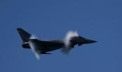 Phi công Tây Ban Nha vô tình bắn tên lửa khi đang diễn tập