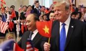 Video: Tổng thống Trump cùng Thủ tướng Nguyễn Xuân Phúc vẫy cờ chào đón