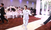 Văn Anh nhảy tặng Tú Vi, Ngọc Trinh đội mưa dự tiệc cưới