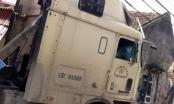 Hưng Yên: Buồn ngủ, tài xế xe Container mất lái tông sập nhà dân