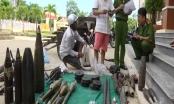 Quảng Nam: Một công dân giao nộp hàng chục vũ khí, vật liệu nổ