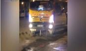 Hà Nội: Xe tải ngang nhiên chạy sai giờ, đi ngược chiều giữa Thủ đô