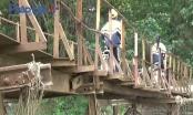Hà Nội: Hàng nghìn người đánh đu tính mạng trên cây cầu chờ sập