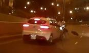 TP.HCM: Xe máy ngược chiều đâm vỡ cản trước ô tô