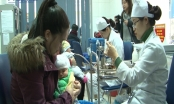 Đăng ký tiêm vắc xin qua mạng: Công bằng hay may rủi?