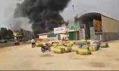 Clip: Xưởng gỗ bốc cháy nghi ngút khói ở Lạng Sơn