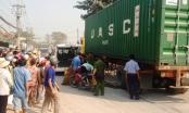 TP HCM: Sau giờ tan ca, nữ công nhân bị xe container cán chết thảm