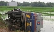 Quảng Nam: Xe chở dầu gặp nạn, dân ùa ra mót của