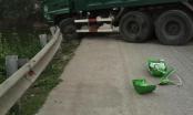 Hà Nội:  Mất lái, xe tải đâm nát dải chắn đường