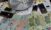 Nghệ An: Bắt quả tang Trạm trưởng Kiểm lâm say sưa đánh bạc