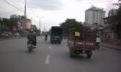 Kinh hoàng: Xe tải kéo xe ba bánh bằng dây dù chạy bạt mạng