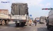 Hai phụ nữ bị xe tải tông, quốc lộ 1 tắc đường hơn 3km