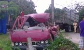 Quảng Nam: Xe khách va vào xe tải, 3 người thoát chết hy hữu