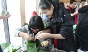 Học sinh Hà Thành háo hức gói bánh chưng dịp giáp Tết Nguyên đán
