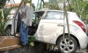 TP HCM: Nữ tài xế húc đổ rào thép, đè cụ ông chạy xe ôm