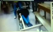 Xôn xao clip nữ sinh bị đánh hội đồng ngay trong lớp học